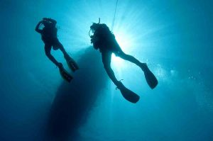 divers-ascending